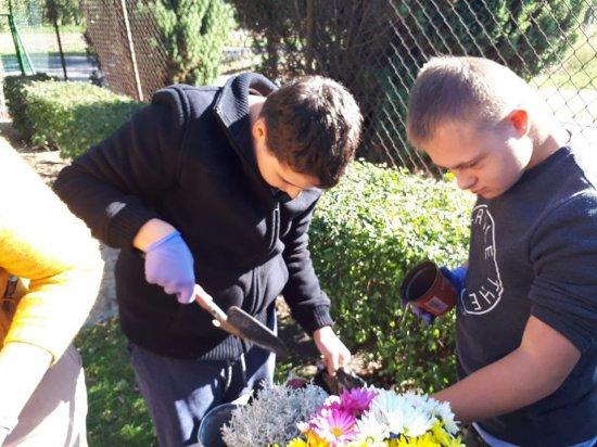 Fundacja Pokolorujmy Szarość i Szkoła Specjalna Bajeczne Wzgórza