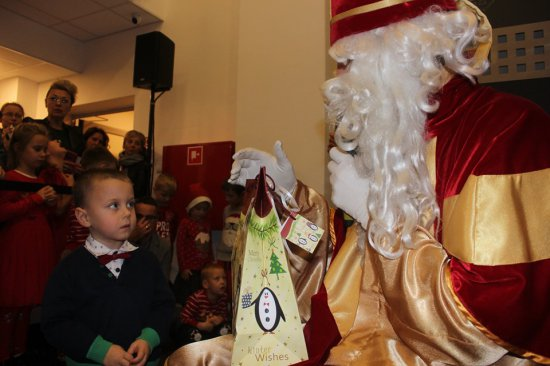 Pieszyce: spektakl mikołajkowy i wizyta św. Mikołaja