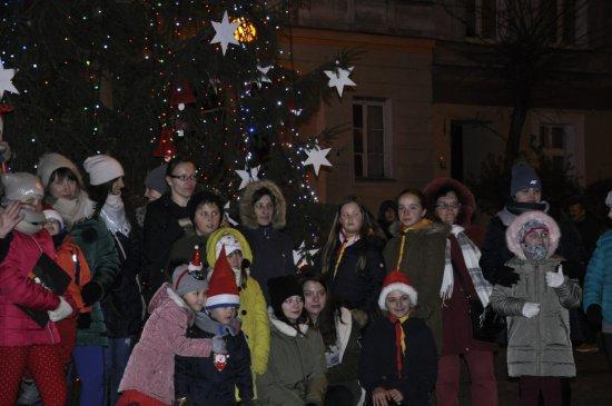 Rozświetlenie choinki przy ratuszu w Niemczy