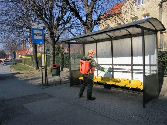 Bielawa: trwa dezynfekcja przestrzeni publicznej