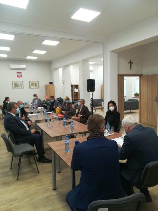 Niemcza: spotkanie wojewody dolnośląskiego z przedstawicielami szpitali