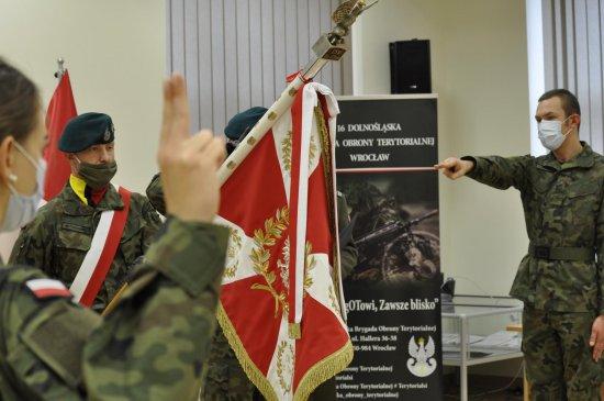 Kolejni żołnierze-ochotnicy  z 16. DBOT złożyli przysięgę wojskową