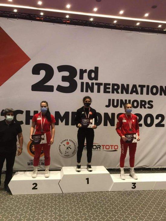 Srebrny medal Karoliny Kozłowskiej w zawodach zapaśniczych w Turcji