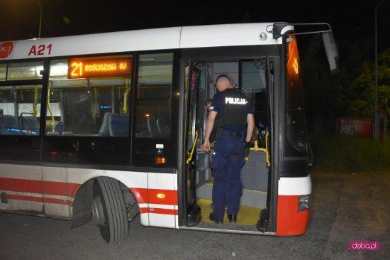 Kolizja autobusu z fordem