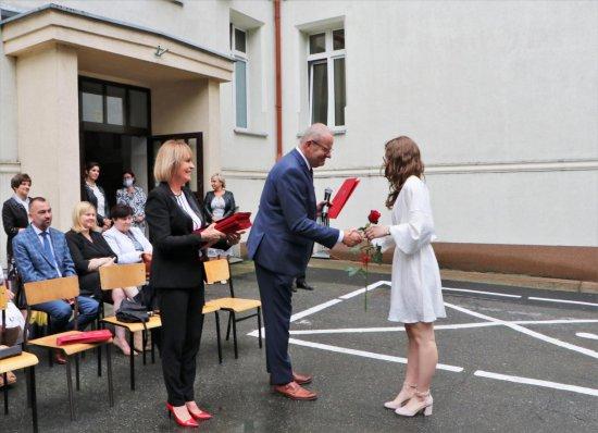 Powiat Dzierżoniowski: rok szkolny 2020/2021 – zakończony
