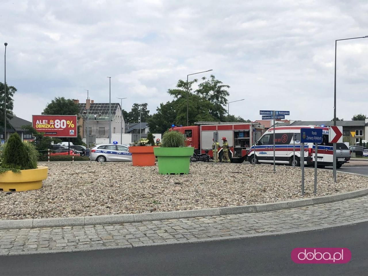 Zderzenie busa z motocyklistą na rondzie w Dzierżoniowie