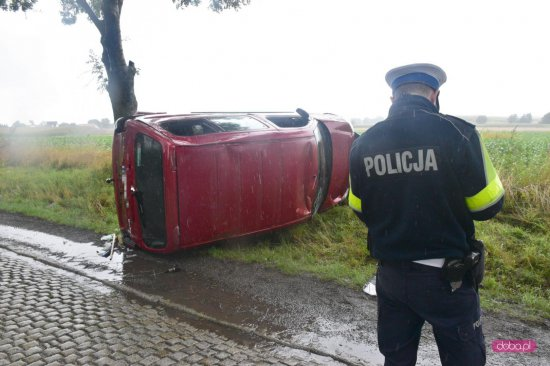 Citroenem wypadł z drogi Oleszna - Łagiewniki