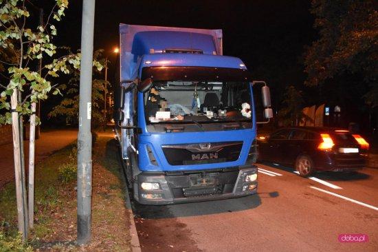 Zderzenie ciężarówki ze skodą w Dzierżoniowie