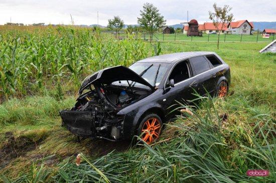 Audi wypadło z drogi Pieszyce - Dzierżoniów