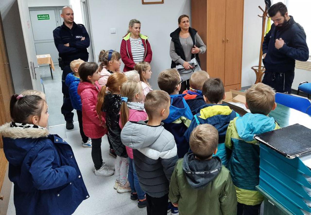 Piława Górna: przedszkolaki z wizytą u policjantów