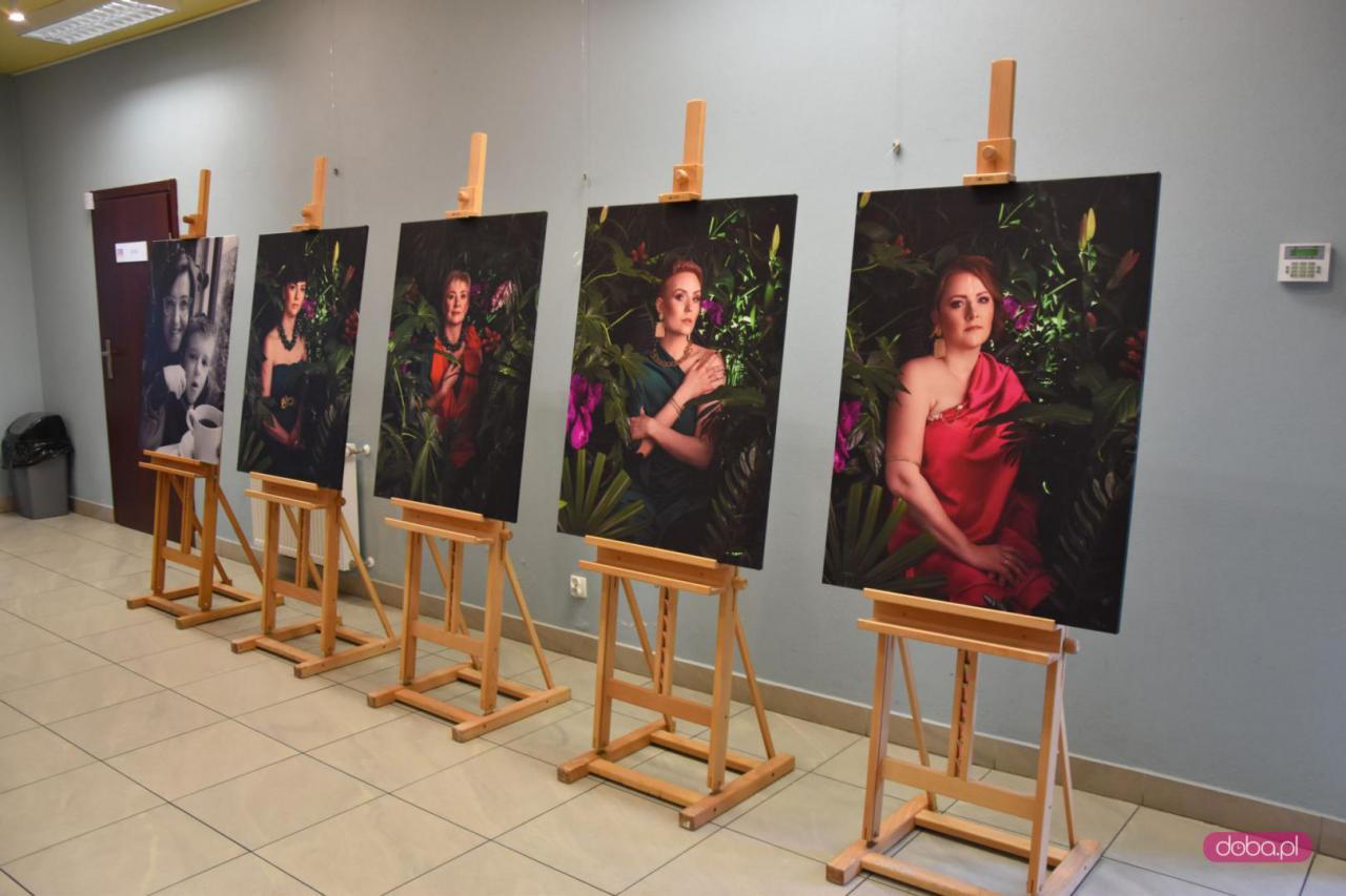 Wystawa zdjęć Amazonek w bielawskim Teatrze Robotniczym