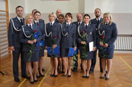 W roku upamiętnienia 101. Rocznicy Odzyskania przez Polskę Niepodległości funkcjonariuszom Zakładu Karnego w Kłodzku nadano wyższe stopnie służbowe