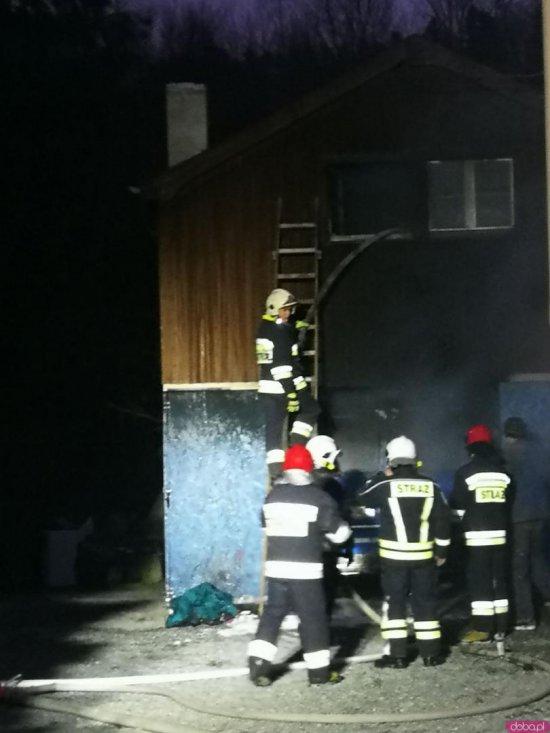 Przy ul. Krasińskiego w Polanicy-Zdroju doszło do pożaru samochodu marki Fiat Ducato