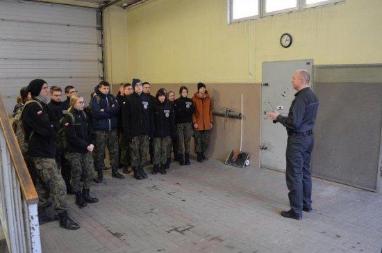 Przybliżyli uczniom Zespołu Szkół Ponadgimnazjalnych nr 1 w Kłodzku – klasom mundurowym, jak funkcjonuje współczesne więzienie