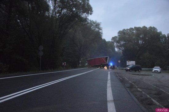 Wypadek na ósemce między Szczytną a Dusznikami-Zdrojem. Droga zablokowana