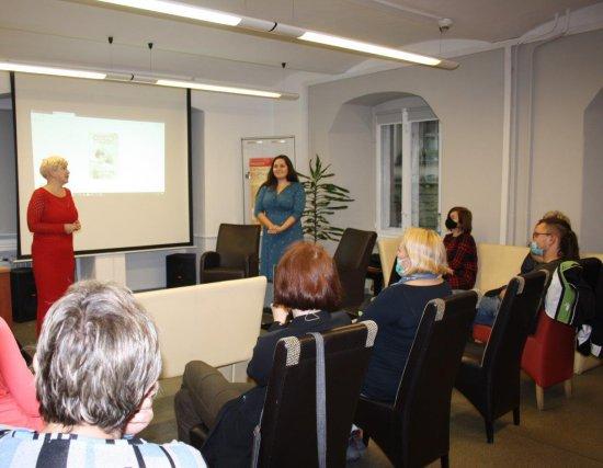 """Spotkanie z pisarką Sylwią Winnik, promującą swoją trzecią książkę """"Dzieci z Pawiaka"""""""