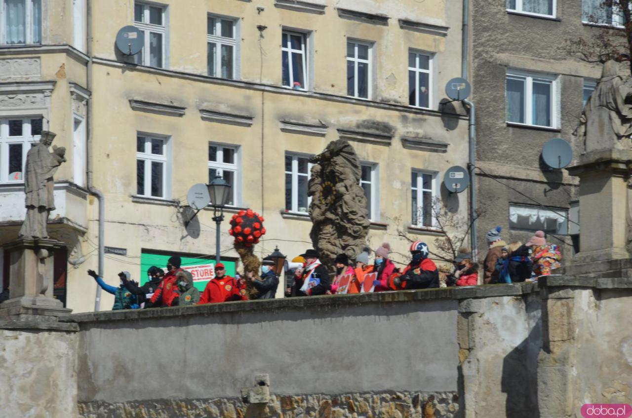 Zamiast topienia tradycyjnej Marzanny, w Kłodzku utopili kukłę koronawirusa