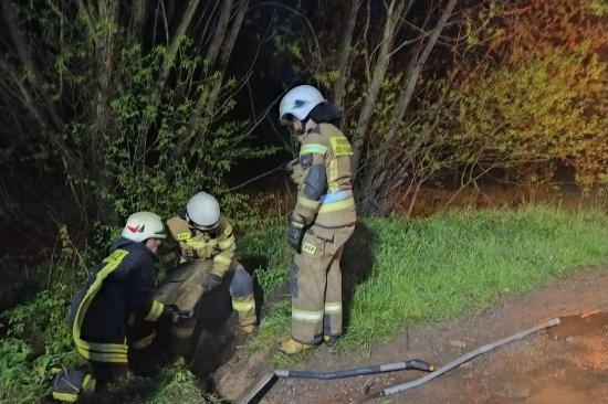 Ponad 50 interwencji odnotowali zeszłej doby strażacy z powiatu kłodzkiego. Większość z nich dotyczyła lokalnych podtopień.