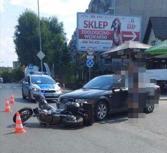 Zderzenie motocykla z osobówką w Kłodzku