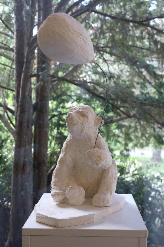 W Polanicy-Zdroju pojawiły się gipsowe niedźwiadki [Foto]