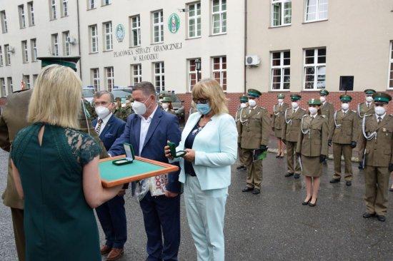 Przed budynkiem Placówki Straży Granicznej w Kłodzku odbyły się uroczyste obchody z okazji 30-lecia powołania formacji Straży Granicznej.