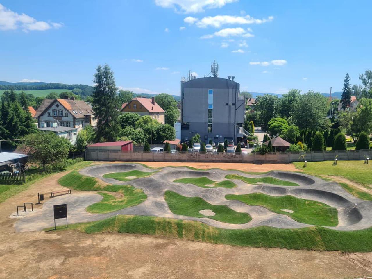 Przy Kudowskim Centrum Kultury i Sportu powstał tor rowerowy typu Pumptrack.