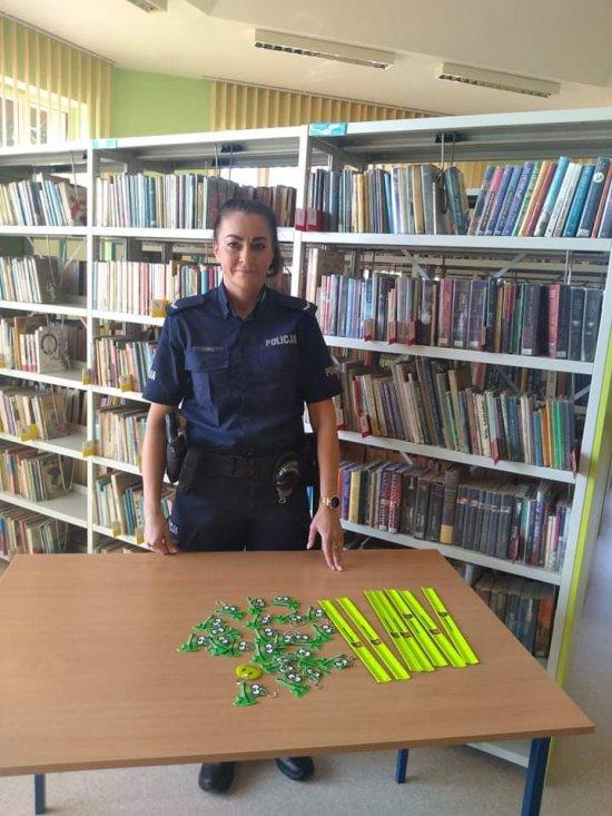 Dzielnicowa z kłodzkiej komendy odwiedziła Zespół Szkolno-Przedszkolny w Ścinawce Średniej