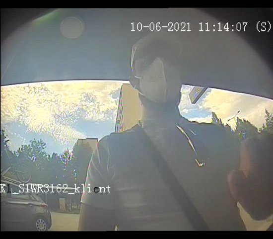 Sprawcy kradzieży poszukiwani. Policja publikuje ich wizerunek