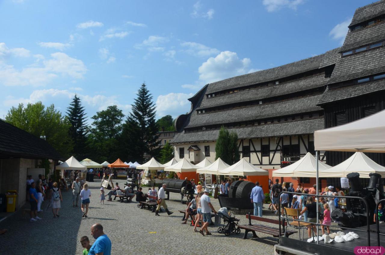 XX Święto Papieru w Muzeum Papiernictwa w Dusznikach-Zdroju rozpoczęło się w sobotę, 24 lipca i potrwa do niedzieli, 25 lipca do godz. 18:00.