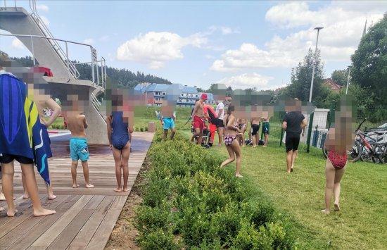 Wypadek na basenie w Nowej Rudzie. 10-latek spadł z wieży skokowej