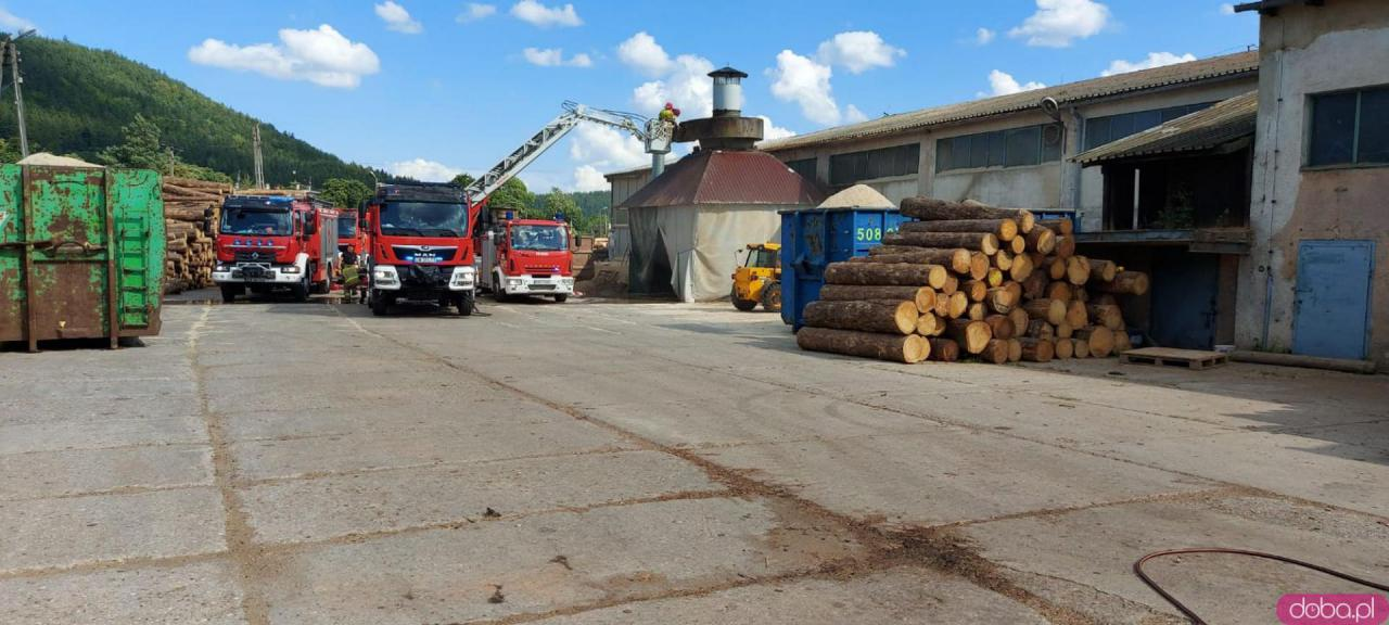 Pożar na terenie tartaku w Szczytnej [Foto]