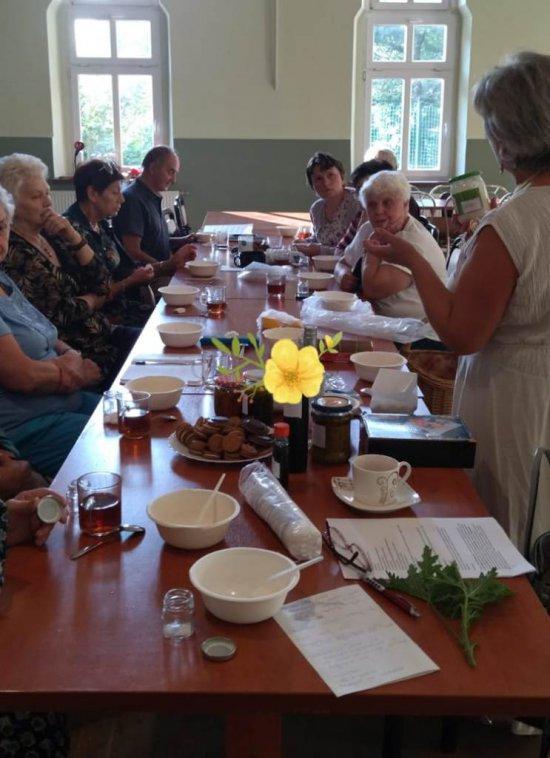 Seniorzy poznali dobroczynne działanie ziół [Foto]