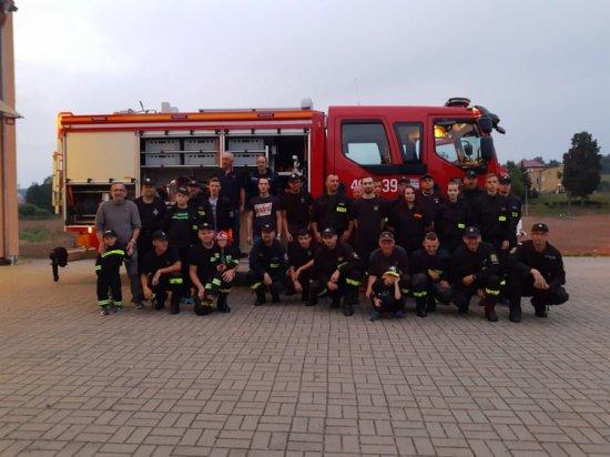 OSP Ścinawka Dolna z nowym wozem strażackim