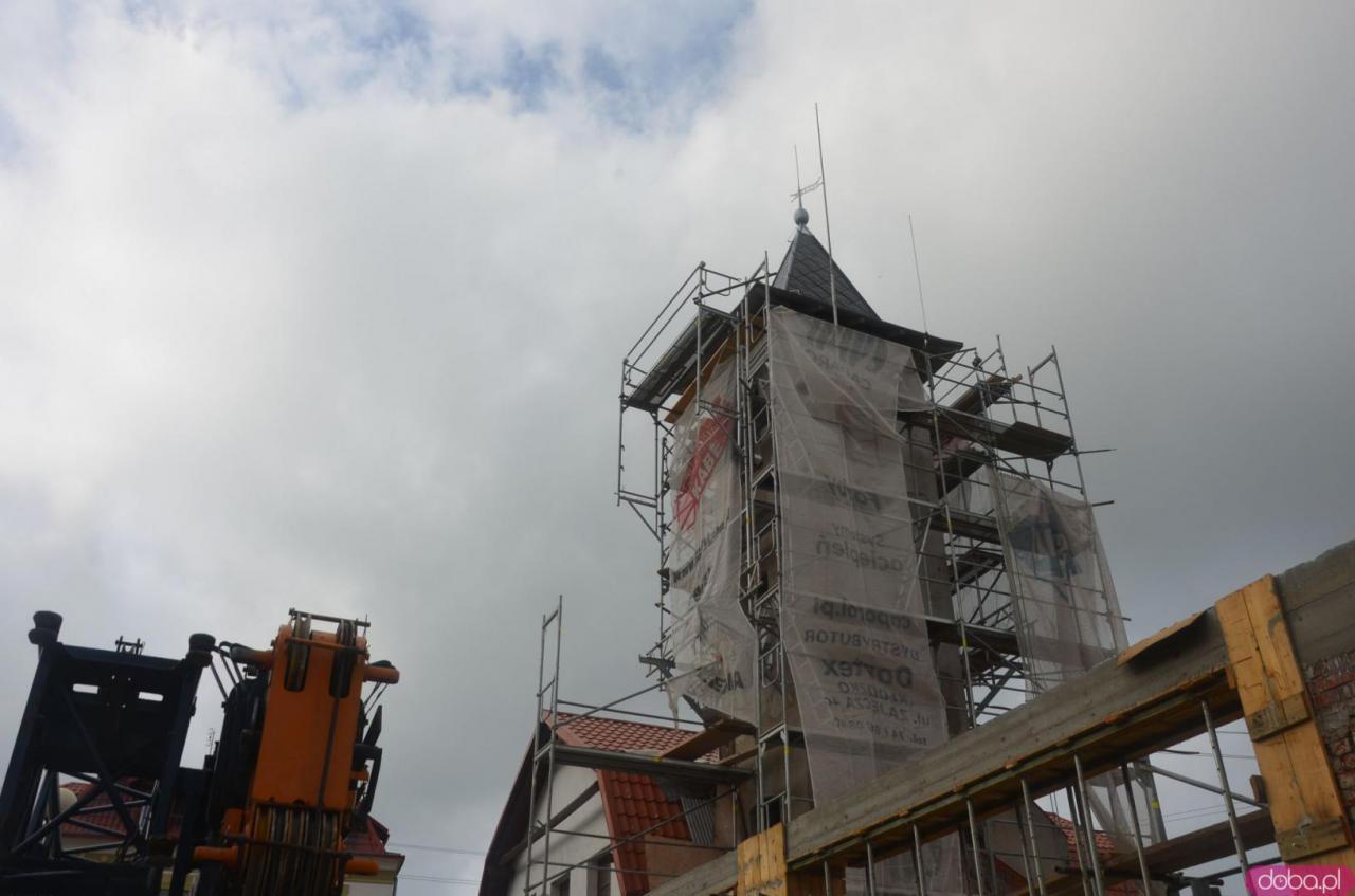 Wieża remizy strażackiej ma już nowy dach