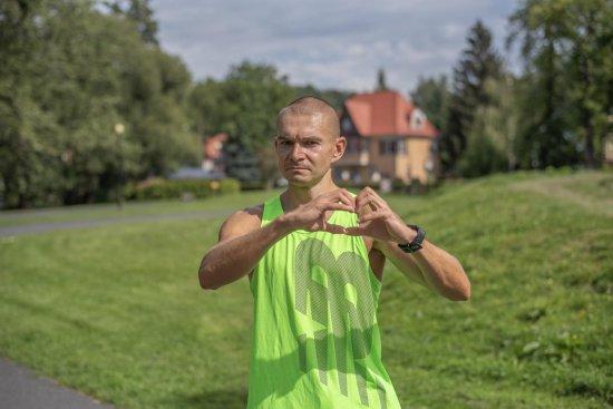 Pokona duathlon, aby nagłośnić zbiórkę pieniędzy na leczenie mieszkańca Dusznik-Zdroju