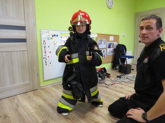 Strażak z PSP Świdnica odwiedził przedszkolaki