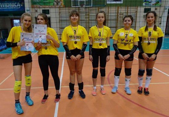 Dziewczęta z SP 1 w Świdnicy wygrały w turnieju Piłki Siatkowej