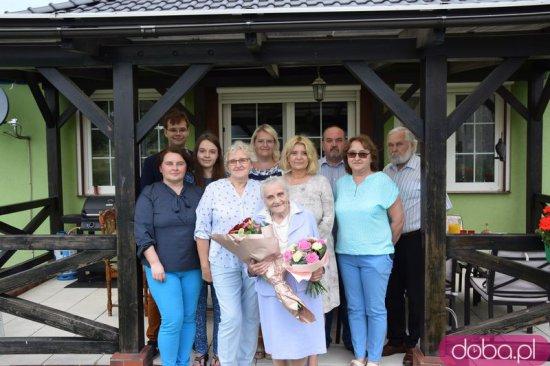 [FOTO] 200 lat dla pani Janiny- najstarszej wolontariuszki, która ruszyła na pomoc innym