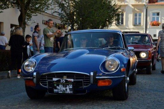 [FOTO] Zabytkowe auta opanowały rynek