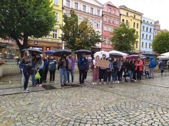 Młodzieżowy strajk w Świdnicy. Uczestnicy domagali się od polityków sprawiedliwości klimatycznej