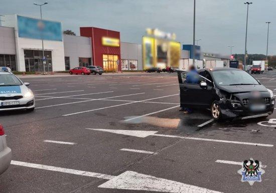 [FOTO] Podriftował na parkingu