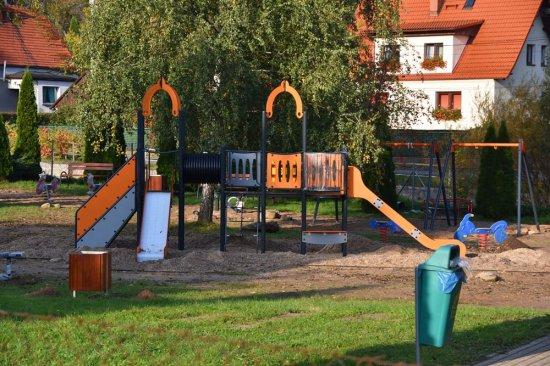 Nowy plac zabaw w Bystrzycy Górnej na finiszu