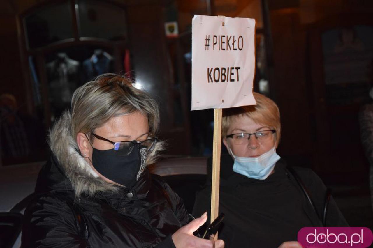 [FOTO, WIDEO] Wasze kaplice, nasze macice - spacer w geście manifestacji w Świdnicy