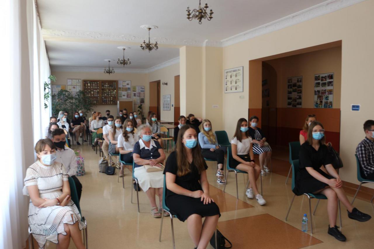 """""""HERSTORIE. Polki w PRL-u""""  Finał międzyszkolnego konkursu literackiego w świebodzickim LO"""