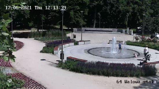 [FOTO] Kąpiel w miejskiej fontannie to kiepski pomysł
