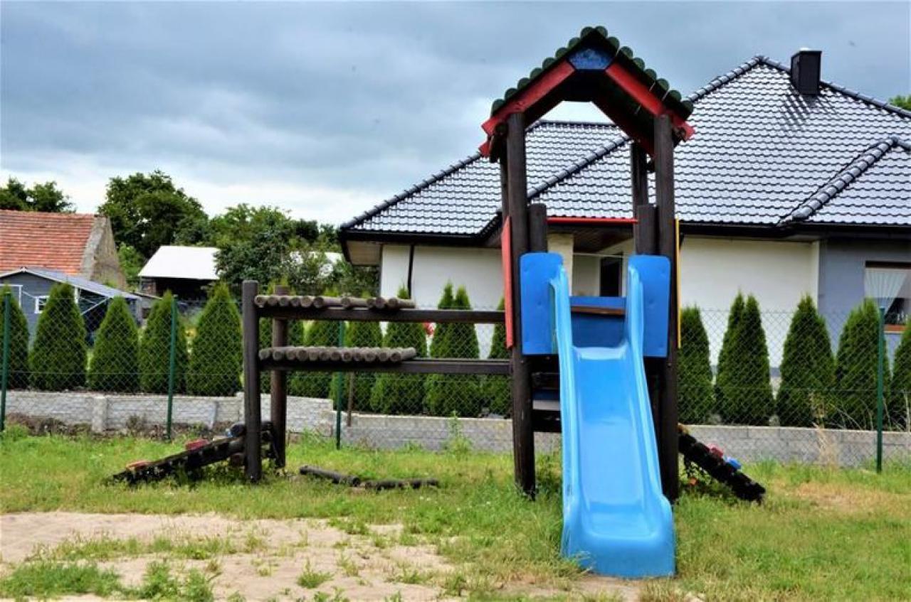 Nowe urządzenia na placach zabaw w gminie Żarów