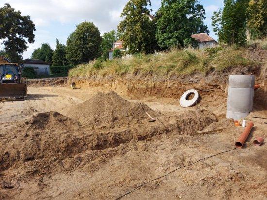 Budowa boiska przy strzegomskim Zespole Szkół