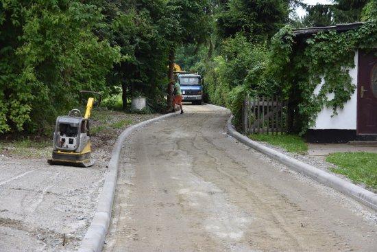 Trwa budowa drogi w Pogorzale