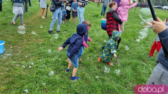 [FOTO, WIDEO] Festiwal baniek na przekór pogodzie