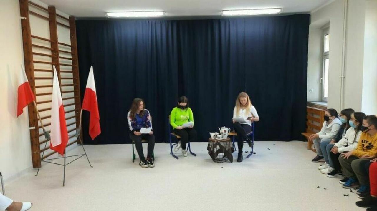 [FOTO] Narodowe Czytanie w ZSP w Stanowicach